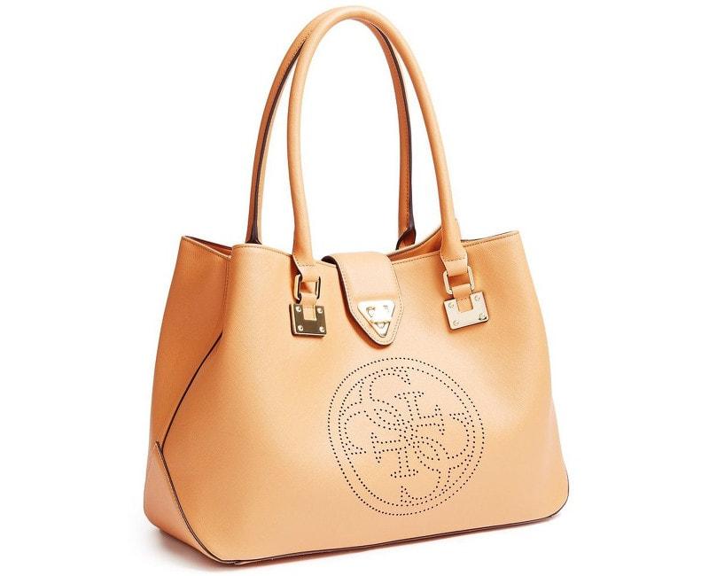 42e7fc29ec Plavky-Pradlo.cz - Elegantní kabelka GUESS Quattro G Perforated Tote Camel  - Guess - Elegantní kabelky - Kabelky